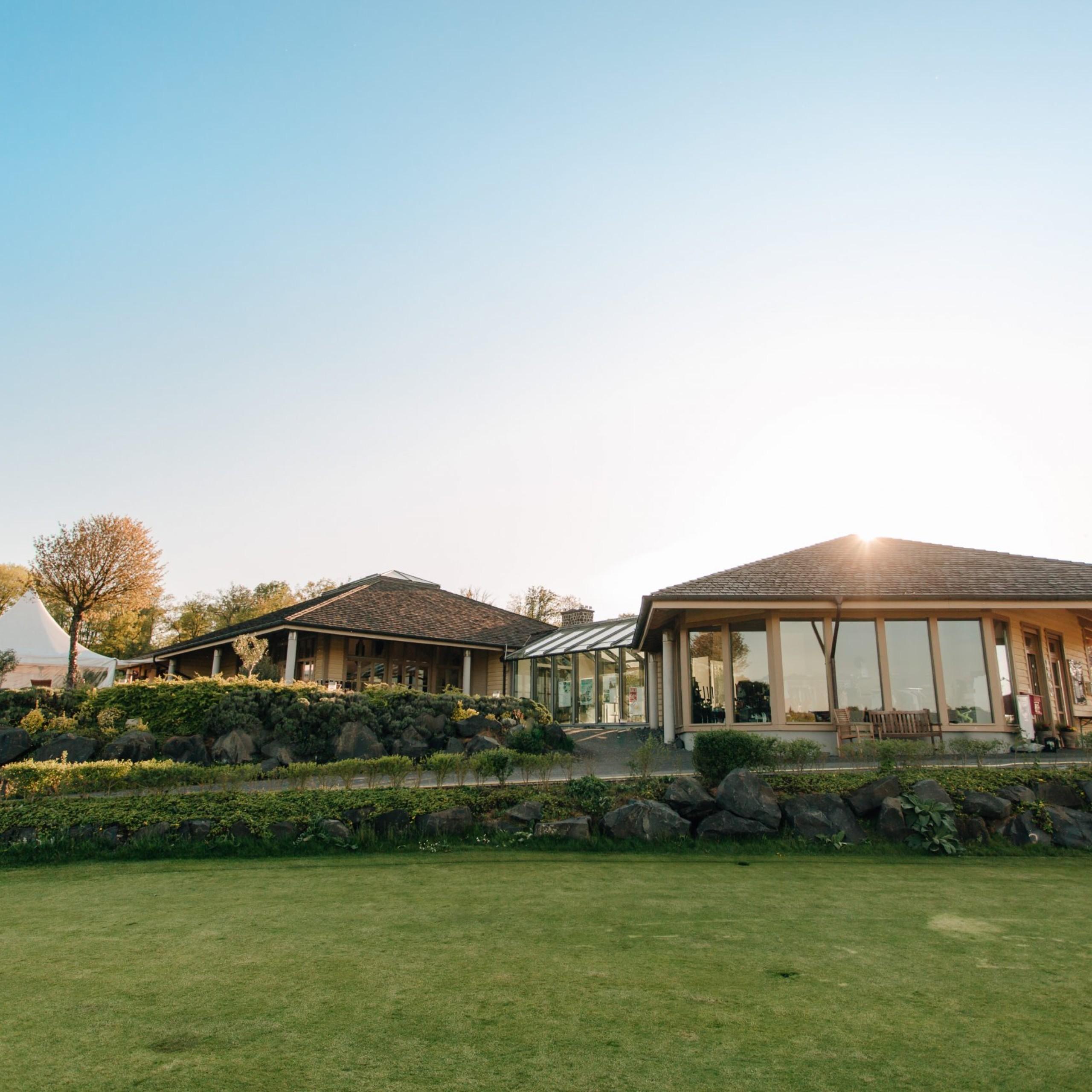 clubhaus-golfplatz-altenstadt